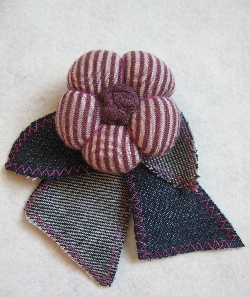 Spilla fiore in tessuto (2)