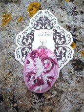 ciondolo con micro decori fatti a mano in fimo rosa