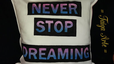 Cuscino Never Stop Dreaming