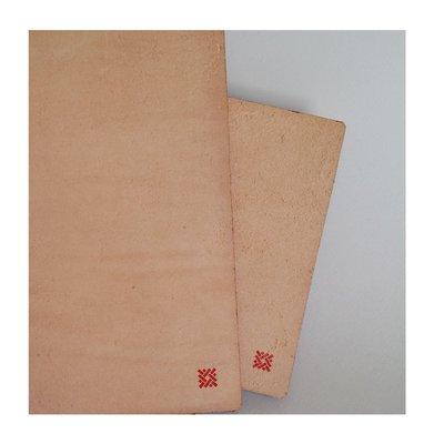 Copertine artigianali con lacci 7 Nodi piccole in cuoio grezzo color naturale. Foderine realizzate a mano per i quaderni 7 Nodi