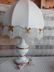 Lampada antica ristrutturata con fiocchetti