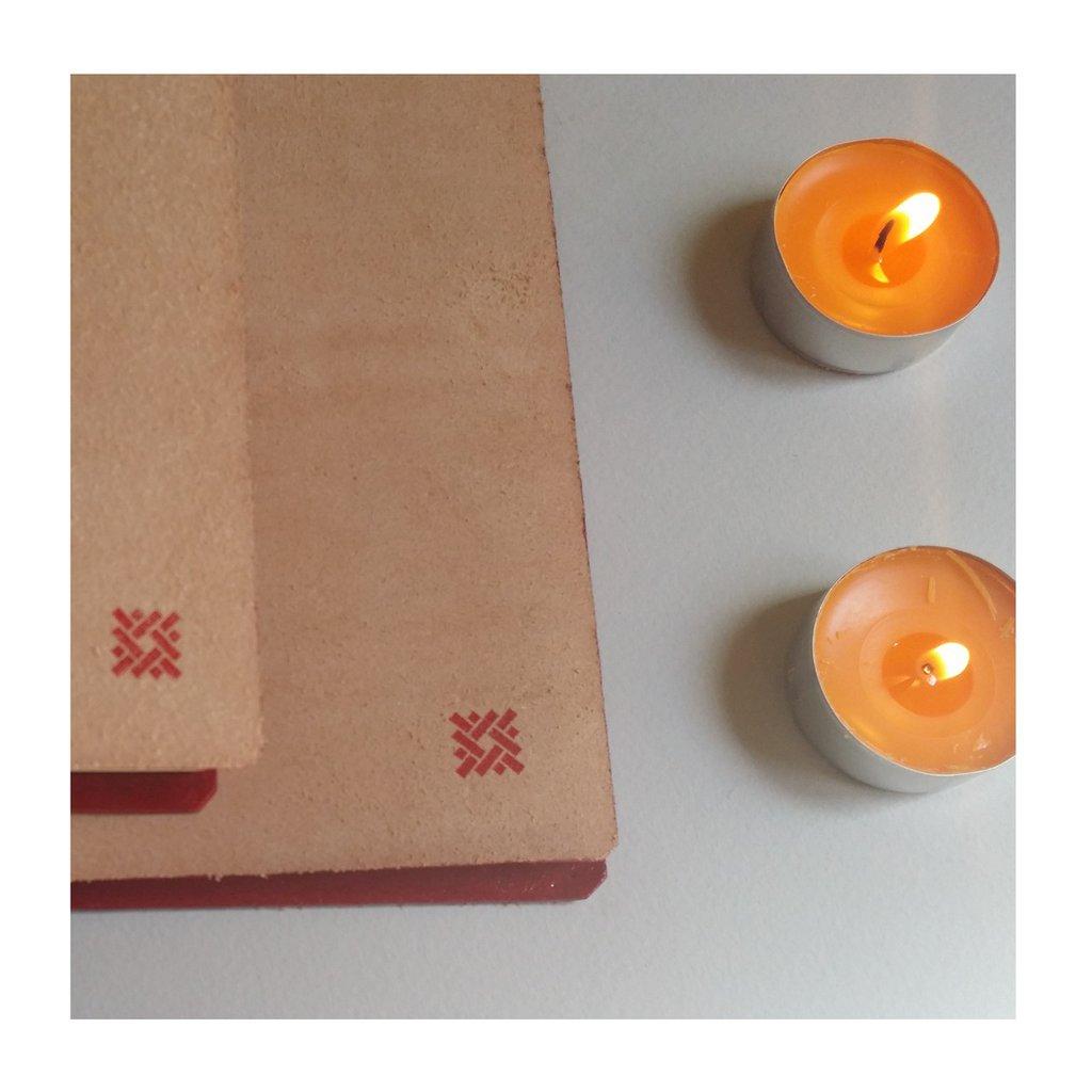 Copertina artigianale con lacci 7 Nodi grande in cuoio grezzo color naturale. Foderine realizzate a mano per i quaderni 7 Nodi