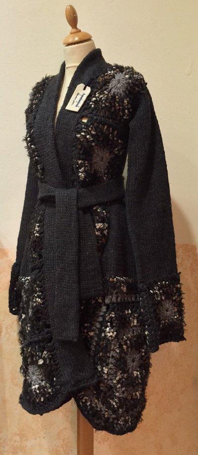 Cappotto mosaico in lana BIO nero fatto a mano