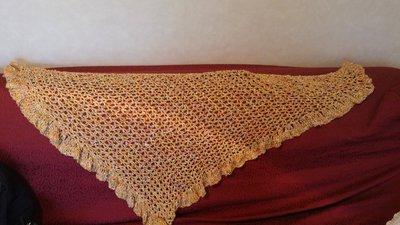 Scialle arancione in cotone all'uncinetto