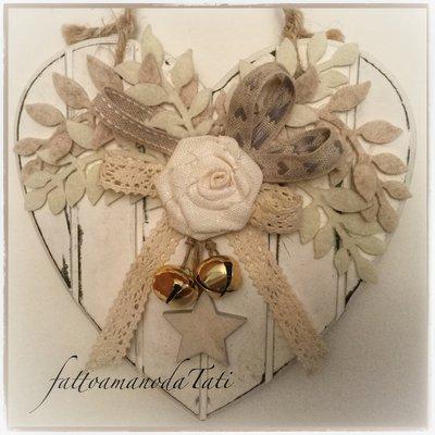 Cuore piccolo di legno shabby chic con rosa e stella