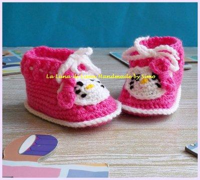 Scarpine a uncinetto per  neonata ispirate a  Hello Kitty