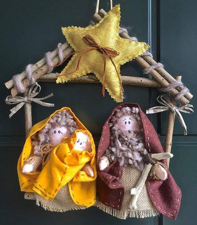 Natale - ghirlanda casetta presepe in tessuto e feltro