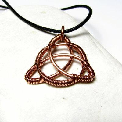 Triquetra ciondolo - ciondolo simbolico, simbolo di triquetra, ciondolo in rame