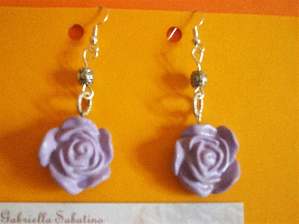 orecchini pendenti con rosa in fimo