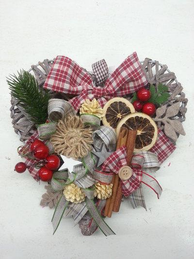 Decorazione natale cuore in vimini frutta secca country for Decorazione natalizia per porta