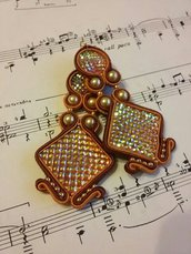 Orecchini in soutache con cabochon in resina color arancio