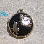 1 charm smalto alice e orologio