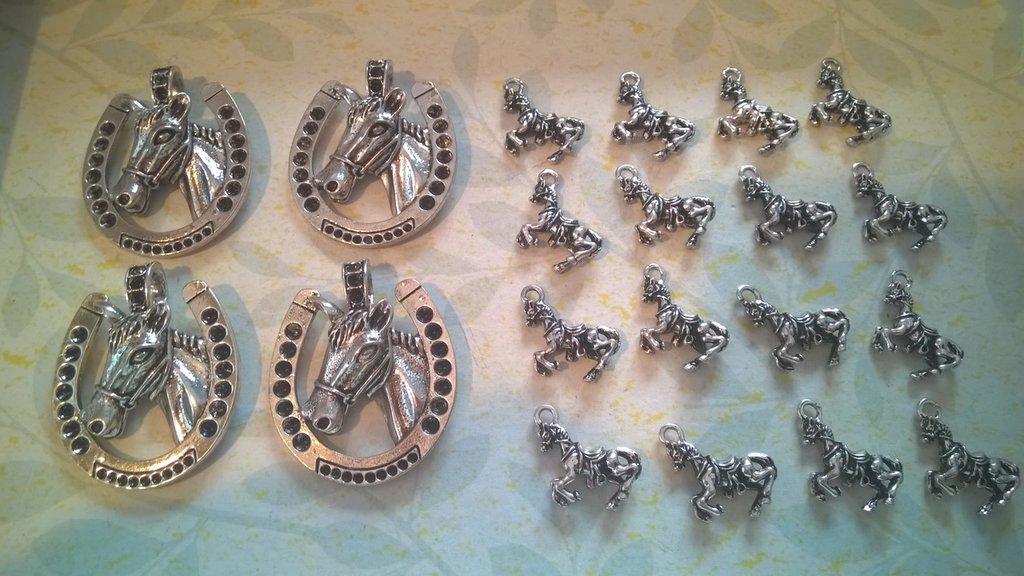 Ciondoli in lega metallica argentata