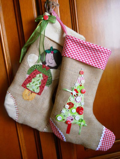 Calze Befana in tela di sacco e decorazioni natalizie