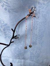 Orecchini fatti a mano in bronzo e pietre semi-preziose.
