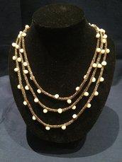 Collana di perle di fiume e cordone color bronzo