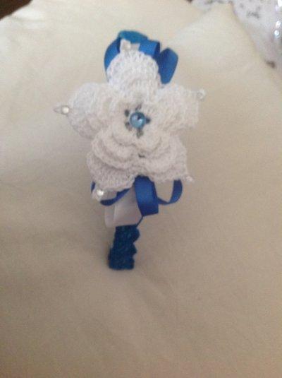Elegante cerchietto per capelli bianco e blu con brillantini