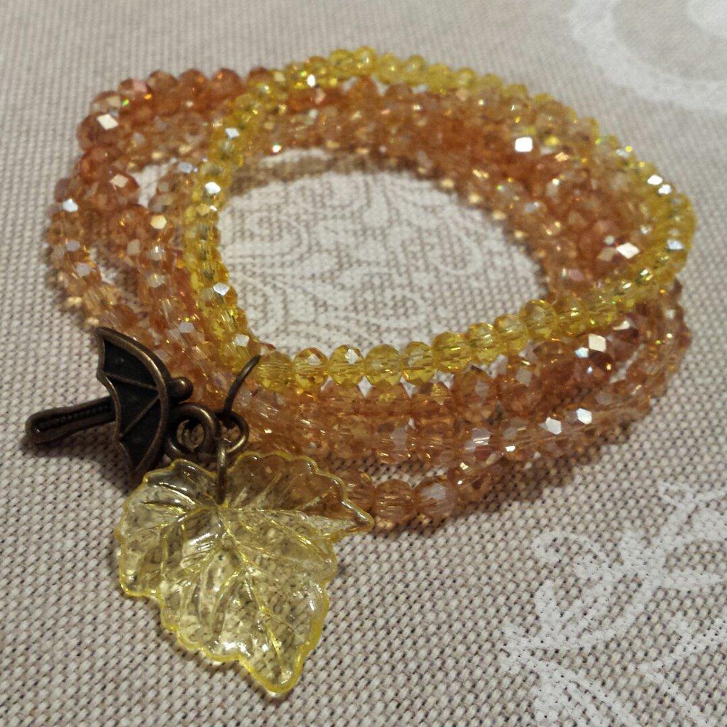 Bracciali Autunno in cristalli ambra, beige e giallo con ciondolo ombrello e foglia gialla
