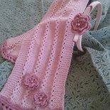 Sciarpa rosa e cerchietto con fiori