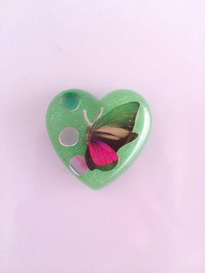 Calamita con farfallina e strass verde