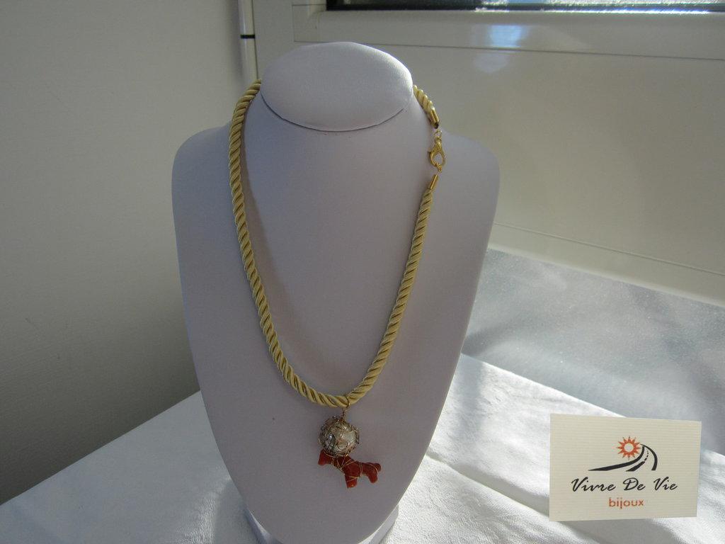 Collana con ciondolo perla e corallo