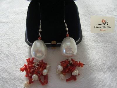 Orecchini a grappolo corallo e perle