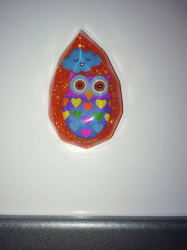 Calamita gufo colorato con nuvoletta e glitter