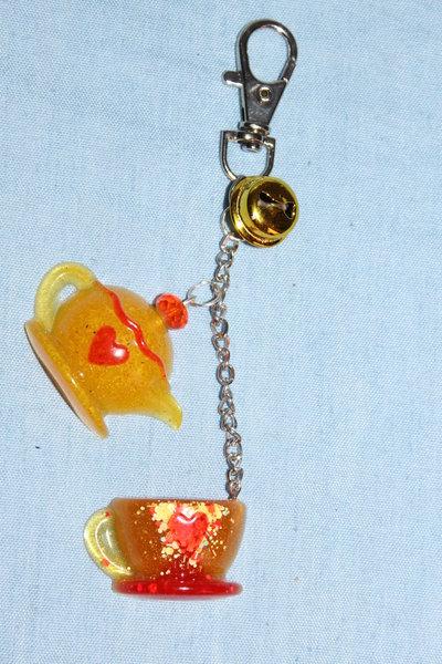 Portachiavi in resina con Teiera e Tazzina e campanellino giallo