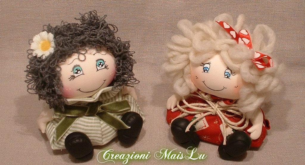 Bambola profumosa in pasta di mais e stoffa