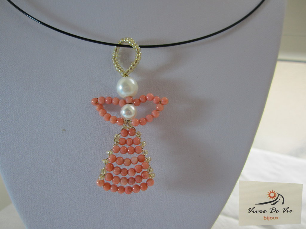 Girocollo metallo con ciondolo pasta di corallo rosa