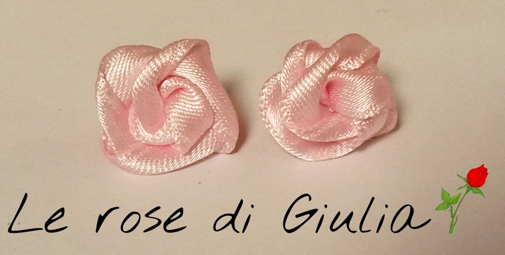 Orecchini rosellina rosa di raso fatti a mano