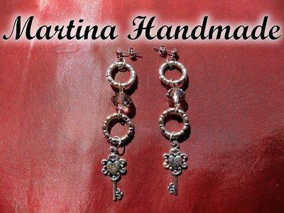 Orecchini pendenti in argento tibetano con charm a chiave