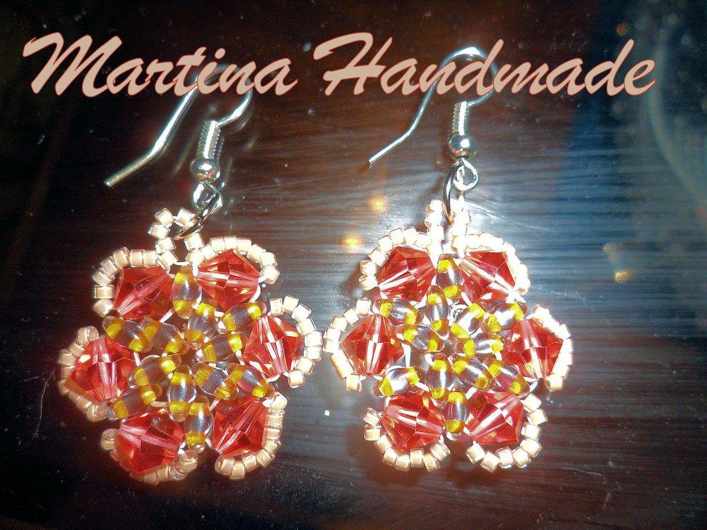 Orecchini Handmade in perline e bicono a forma di fiore