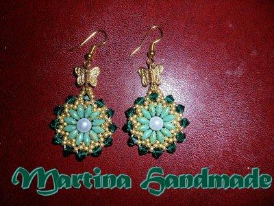 Orecchini verdi e oro con perline superduo e bicono