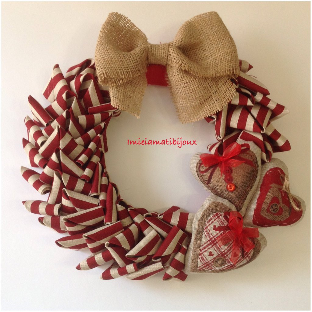 Ghirlanda natalizia rossa ecrù cuori imbottiti