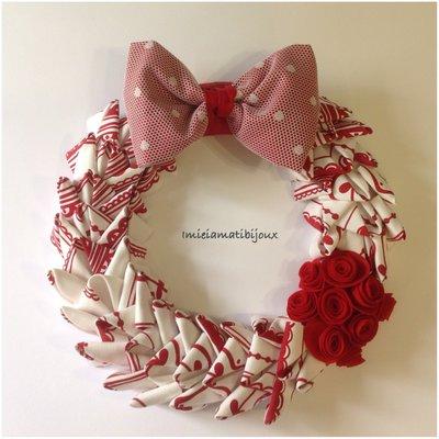 Ghirlanda dai colori natalizi rose e fiocco pois