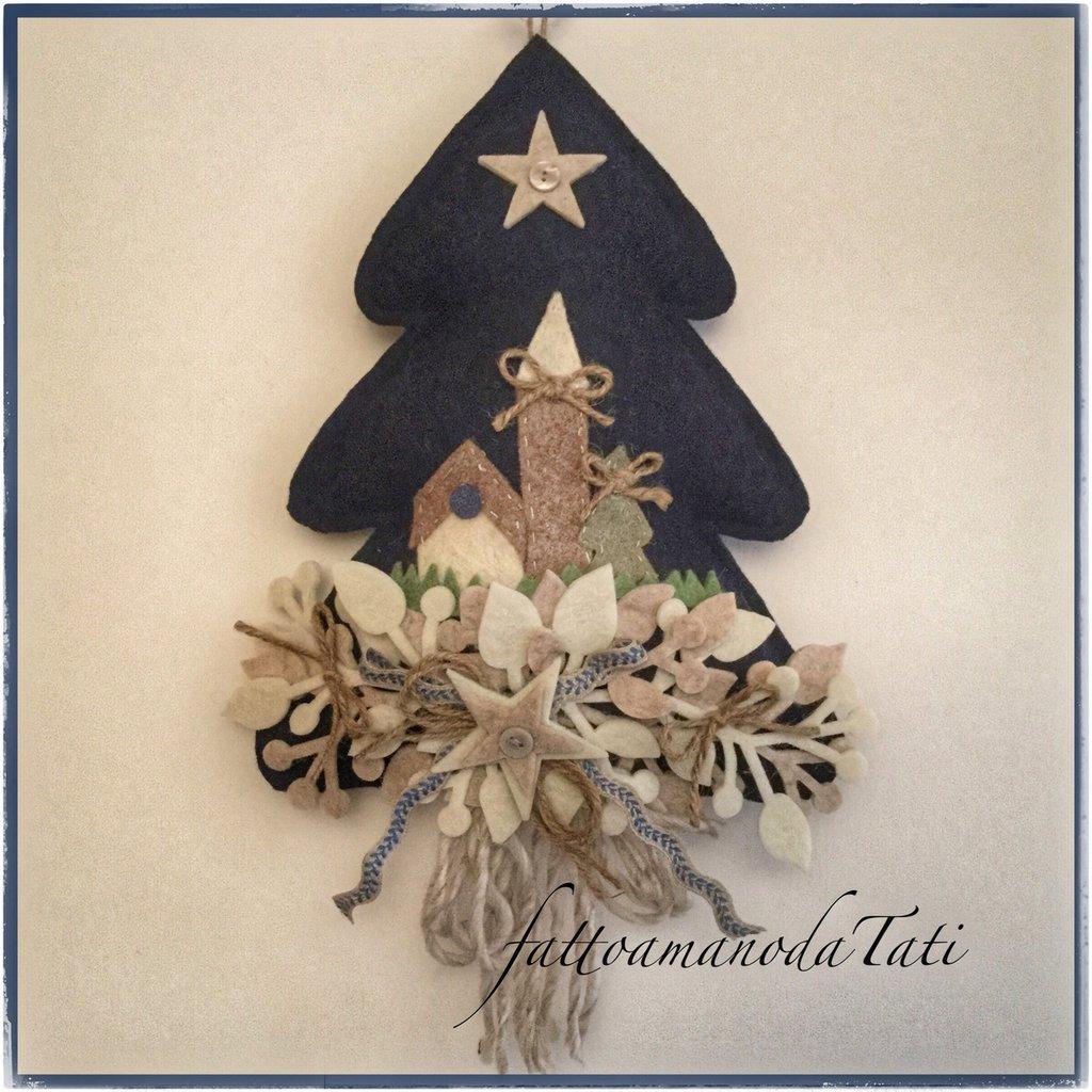 Albero di lana cotta blu con paesello e stelle feste for Albero con fiori blu