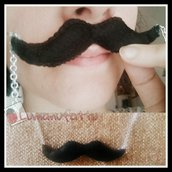 Collana lunga baffi neri