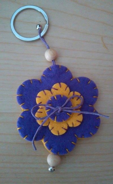 """Portachiavi """"fiore""""in feltro fatti a mano"""