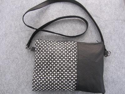 Borsa a tracolla in vera pelle nera morbidissima - tessuto di lana rinforzato bianco e nero