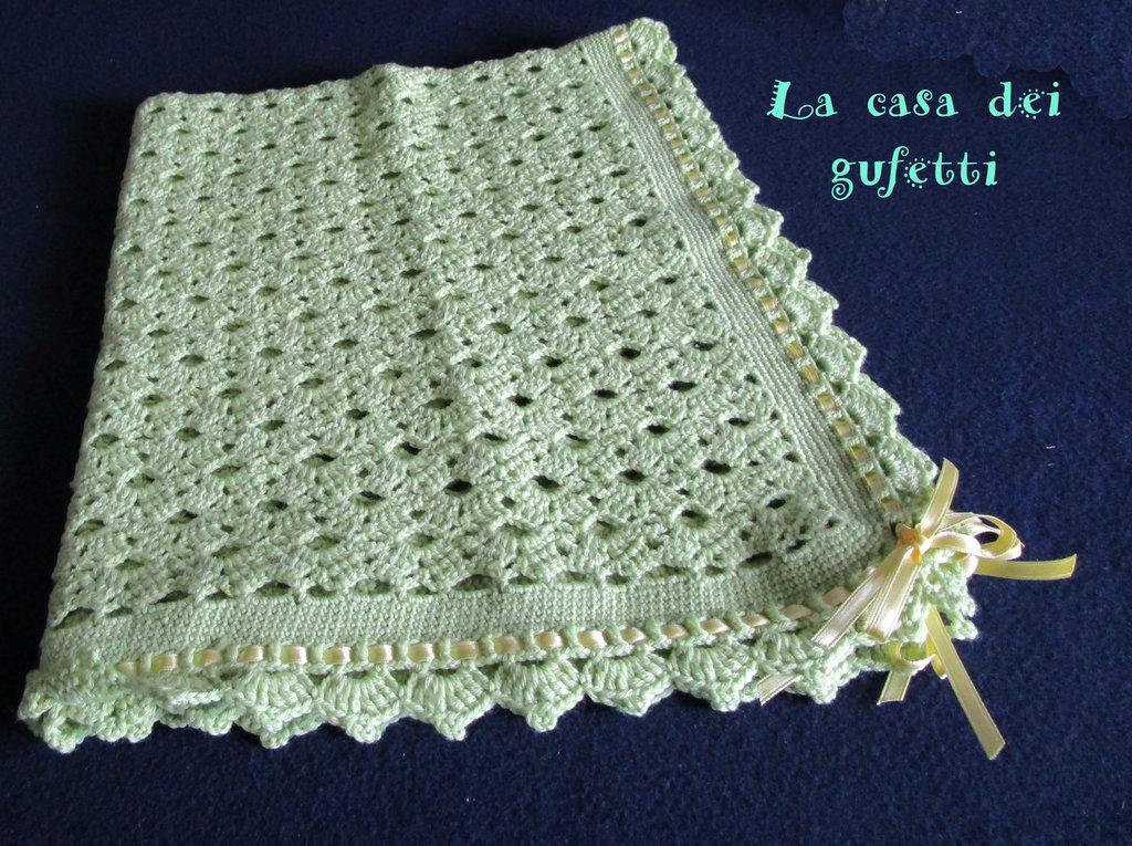 Copertina per passaggino color verde chiaro realizzata all'uncinetto in pura lana