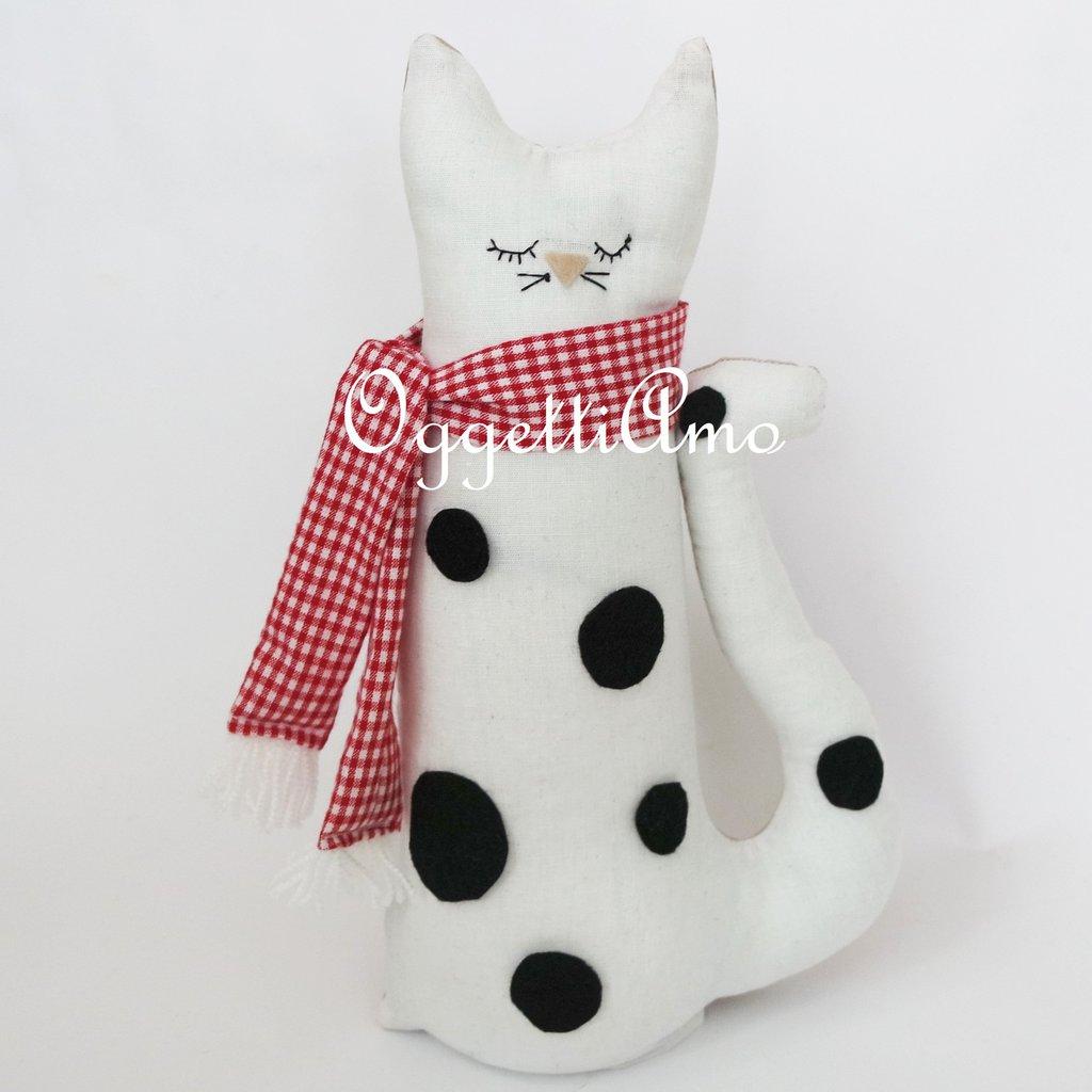 Gattino maculato in stoffa: un fermaporta bianco a macchie nere!