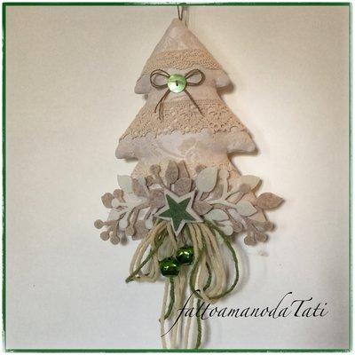 Albero natalizio in cotone tinta naturale con pizzi e stella