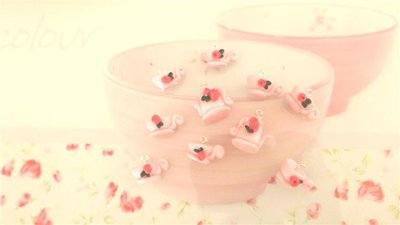 NOVITA' - idea regalo - stile shabby chic - fimo - Ciondoli TEIERA e  TAZZINA - rosa con boccioli di rose