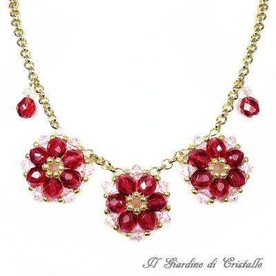 Collana a tre fiori in mezzo cristallo rosso rubino e catena fatta a mano - Poinsettia