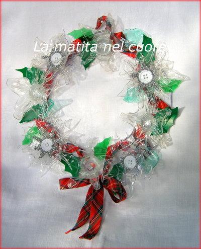 Ghirlanda Natale fiori e foglie plastica pet nastro scozzese