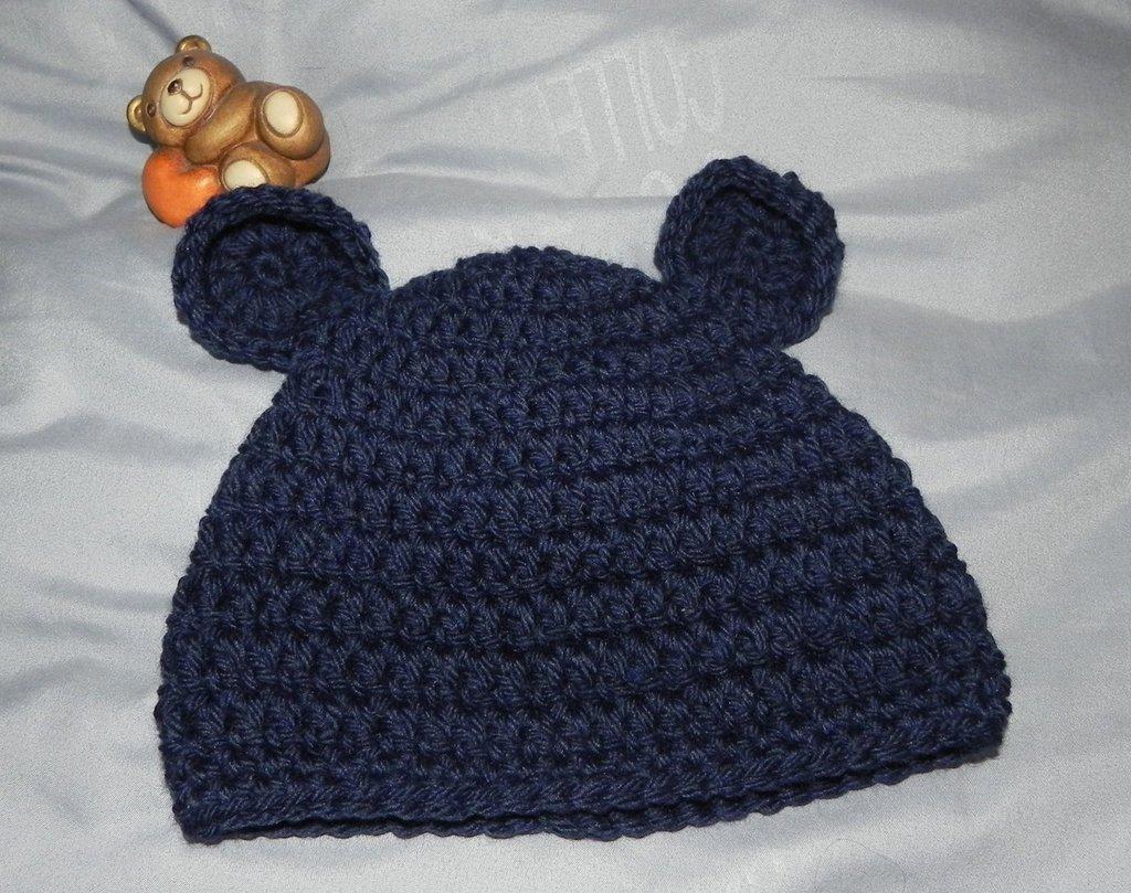 Cappellino coniglietto  blu in  lana realizzato ad uncinetto neonato