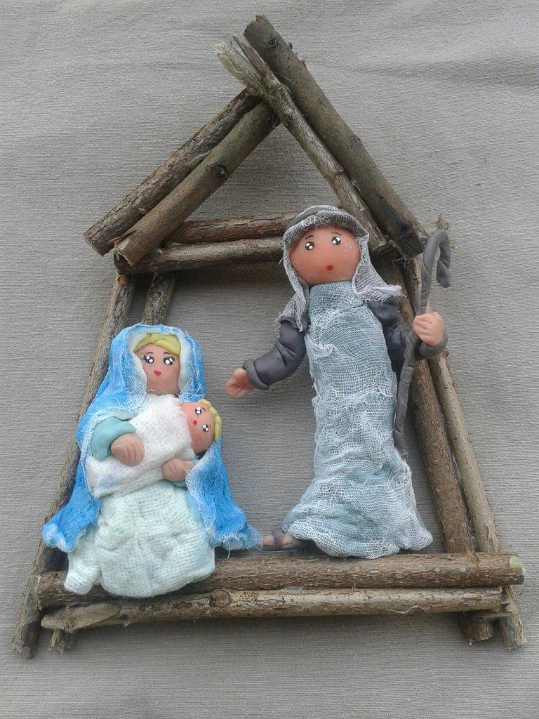 Natale: ghirlanda natalizia presepe Sacra Famiglia