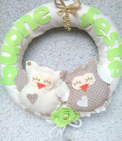 Ghirlanda fuoriporta per Natale con gufetti