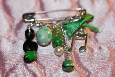 spilla verde musicale